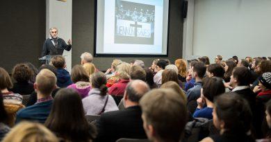 """Чому не можна перевершити бітломанію? Лекція Ярослава Грицака з циклу """"Beatles: Global Culture History"""""""