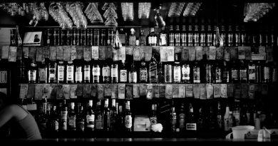 Джонни Волох. Пьяная уборка в баре
